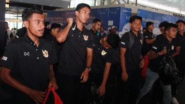 Ket Foto : Timnas Indonesia U-19 bertolak ke Thailand. (ANTARA FOTO/Muhammad Iqbal/ama)