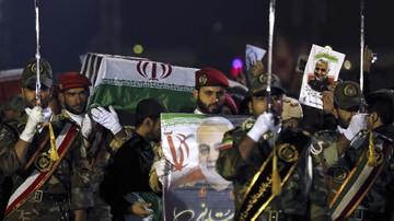 Ket Foto : Pemakaman perwira tinggi militer Iran, Jenderal Qasem Soleimani. Politikus Iran, Ahmad Hamzeh, menggelar sayembara US$3 juta untuk membunuh Presiden AS, Donald Trump. (HOSSEIN MERSADI / fars news / AFP)