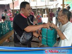Re-Born Salurkan Bantuan Kepada Korban Kebakaran Pasar Meranti