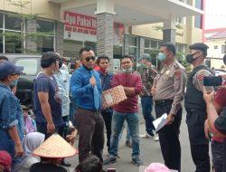 Kematian Cokna Diduga Dianiaya Oknum Polisi, Warga Demo di Depan Polda Sumut