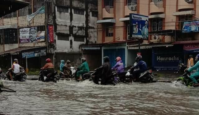 Diguyur Hujan Deras Ribuan Rumah Di Medan Utara Terendam Banjir Media Utama