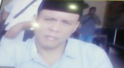 Ket Foto : Terdakwa Husin Syukri saat mendengarkan putusan secara virtual.