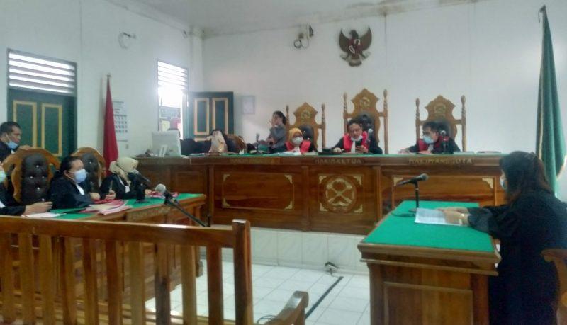 Ket Foto : Jaksa Penuntut Umum (JPU) Anita saat membacakan tuntutan di ruang Kartika Pengadilan Negeri Medan.