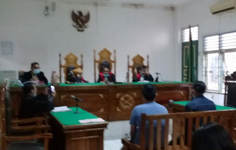 Ket Foto : Saksi polisi yang dihadirkan JPU memberikan keterangan di ruang Kartika Pengadilan Negeri Medan.