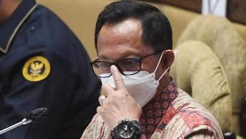 Ket Foto : Mendagri Tito Karnavian absen dalam rapat kerja pembahasan DPT Pilkada 2020 di DPR. (Antara)
