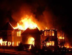 Aksi Heroik Bocah 7 Tahun Selamatkan Adik saat Rumah Terbakar