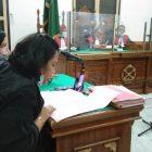 Ket Foto : JPU Evi Yanti saat membacakan tuntutan di ruang Cakra 3 Pengadilan Negeri Medan.
