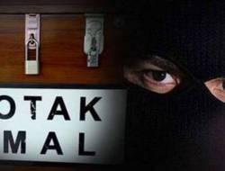 Pria Pakai Gamis Tertangkap CCTV Maling Kotak Amal